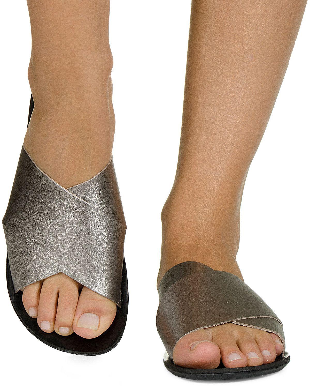 f673fa1c3 Rasteira com Tiras Ouro Prata e Grafite Taquilla - Taquilla - Loja online  de sapatos femininos