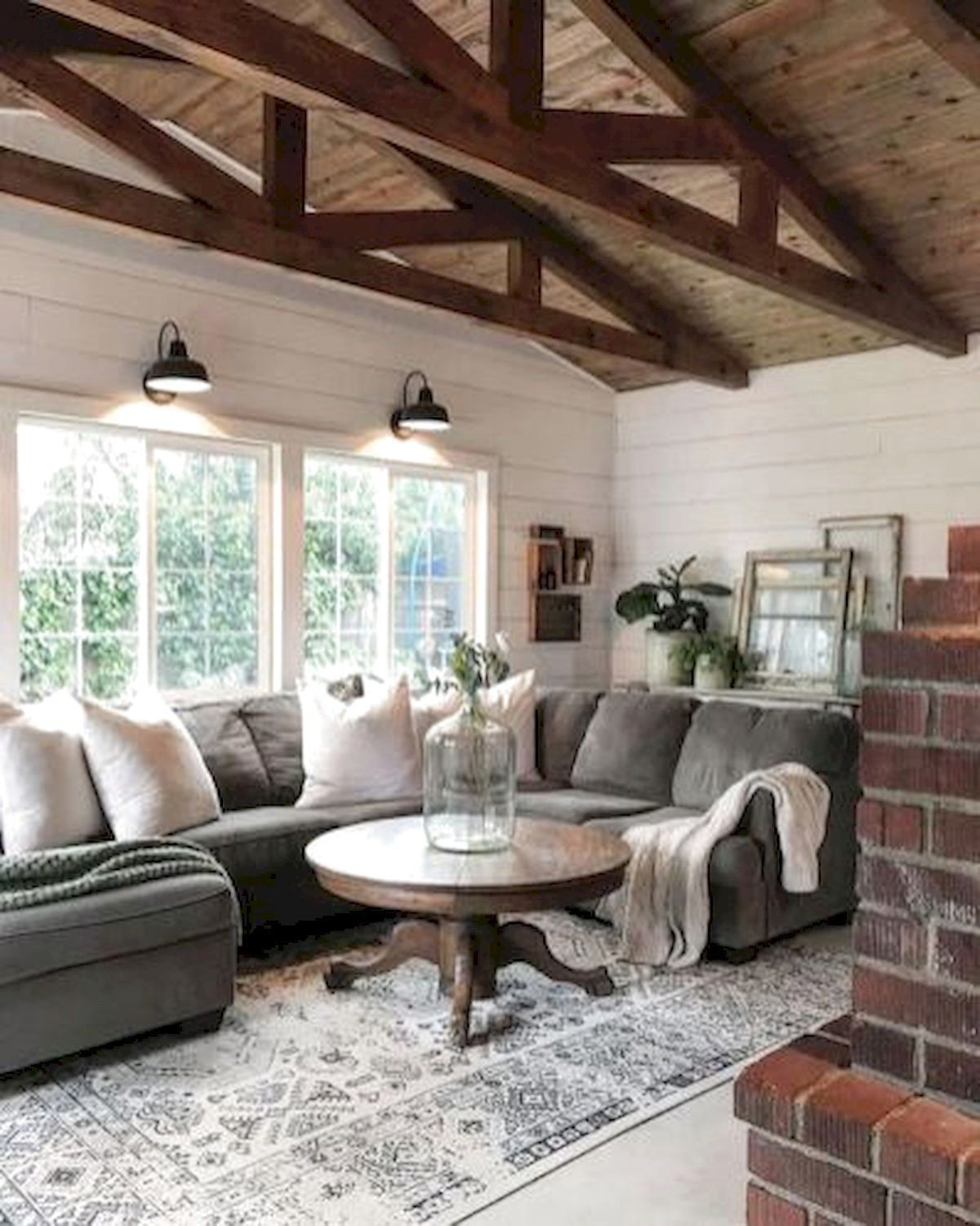 80 Best Farmhouse Living Room Decor Ideas #FarmhouseLivingRoomDecorIdeas #modernfarmhouselivingroom