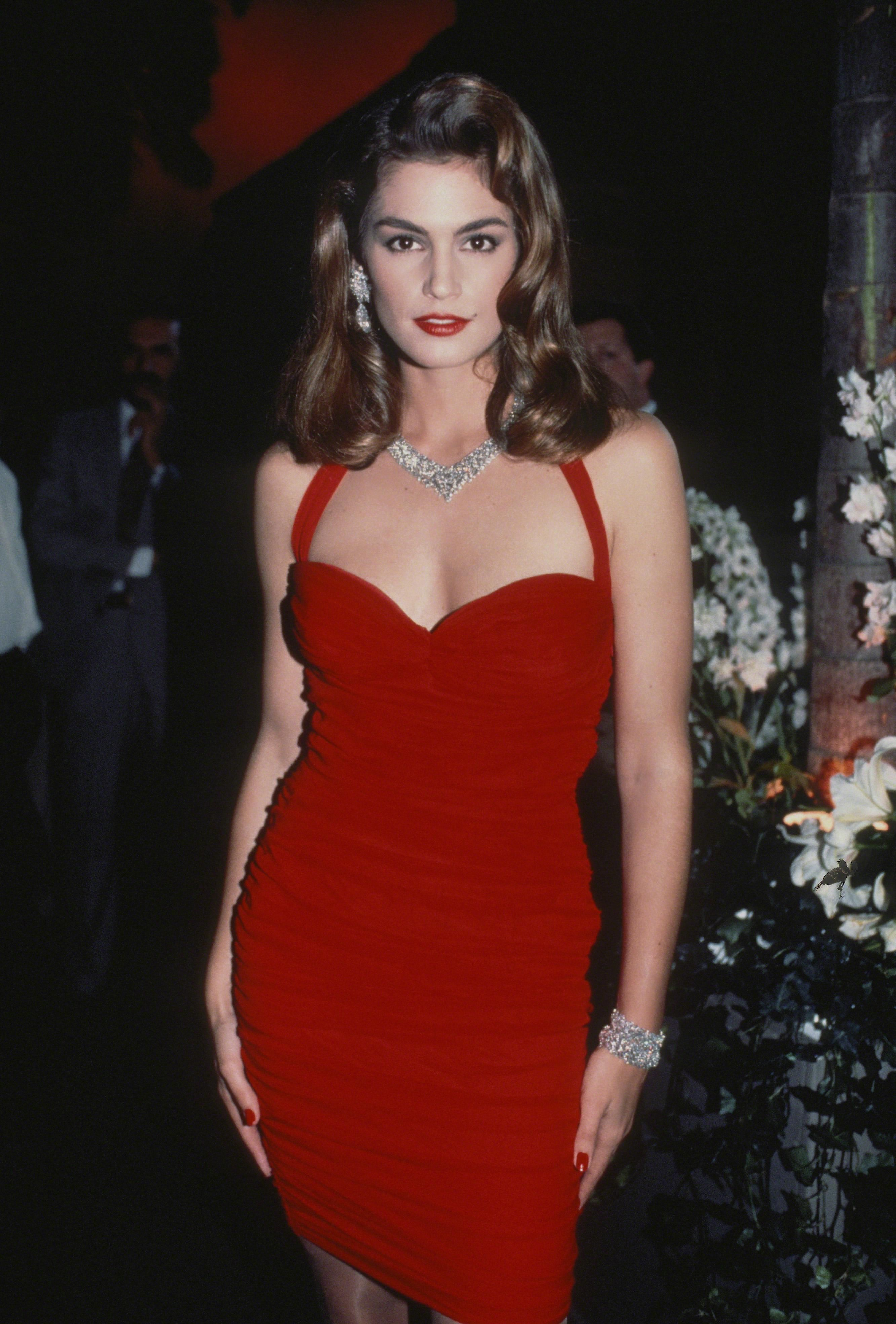 21 Incredible Vintage Photos of Cindy Crawford to Celebrate HerRetirement