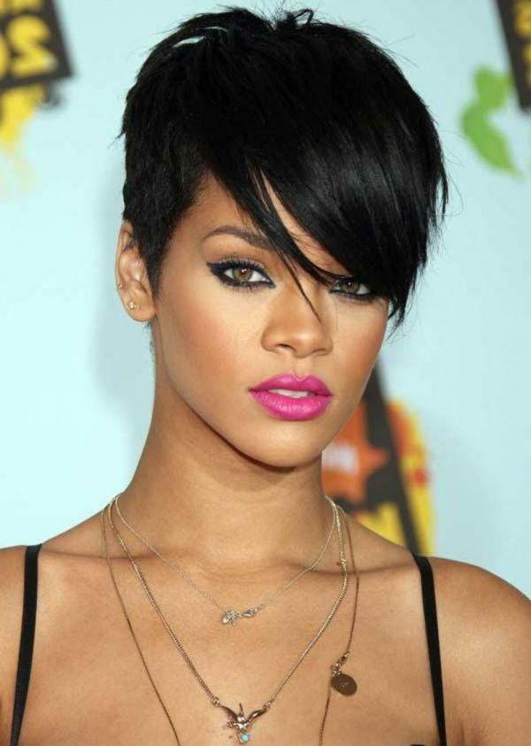 Les cheveux courtes de Rihanna