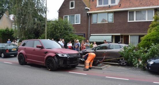 Sven van Beek (Feyenoord) ramt vier auto's