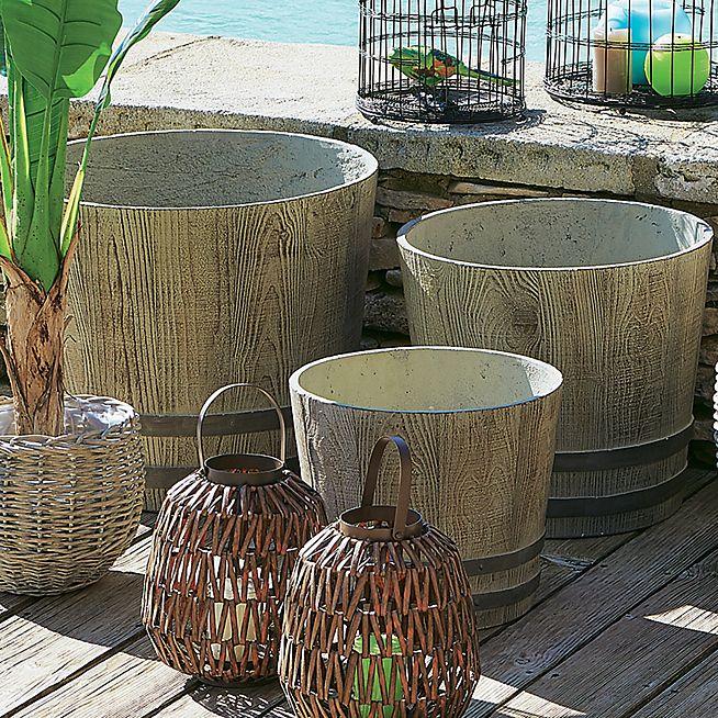 barrel cache pot en ciment avec trou d co balcons id es. Black Bedroom Furniture Sets. Home Design Ideas
