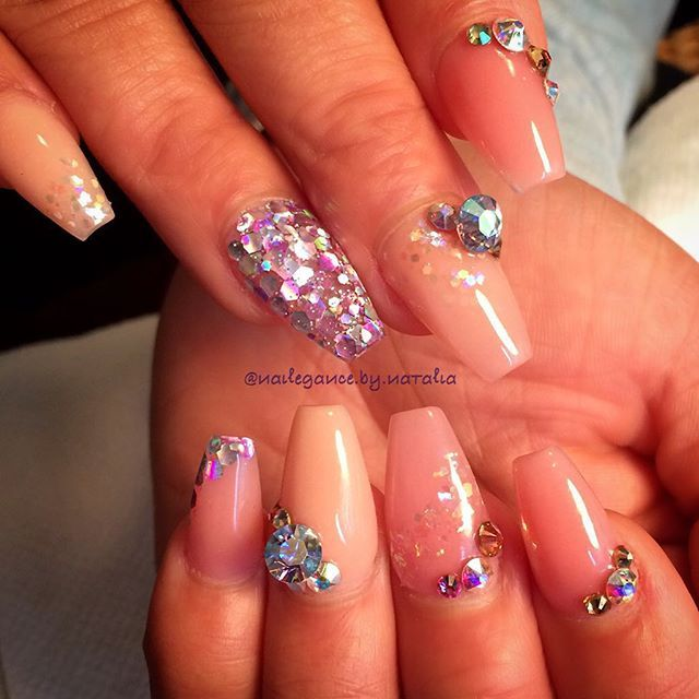 Another one of today's sets. ✨☺️ #nails #nailart #coffinnails #crystalnails #swarovski #dcnails #dmvnails #glitter #glitternails #glitter_heaven_australia #encapsulatednails #coloredacrylic #youngnails