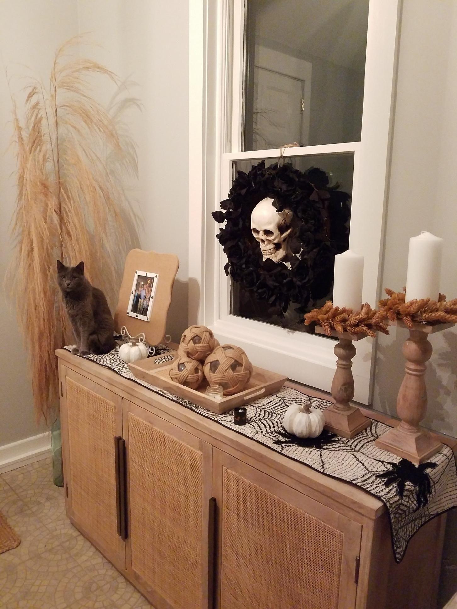 Foyer decor plus Edgar The Cat. #coastalliving #falldecor #halloweendecor