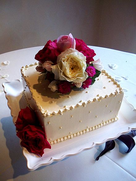 A simple square single tier cake with fresh flowers. Santa Fe ...