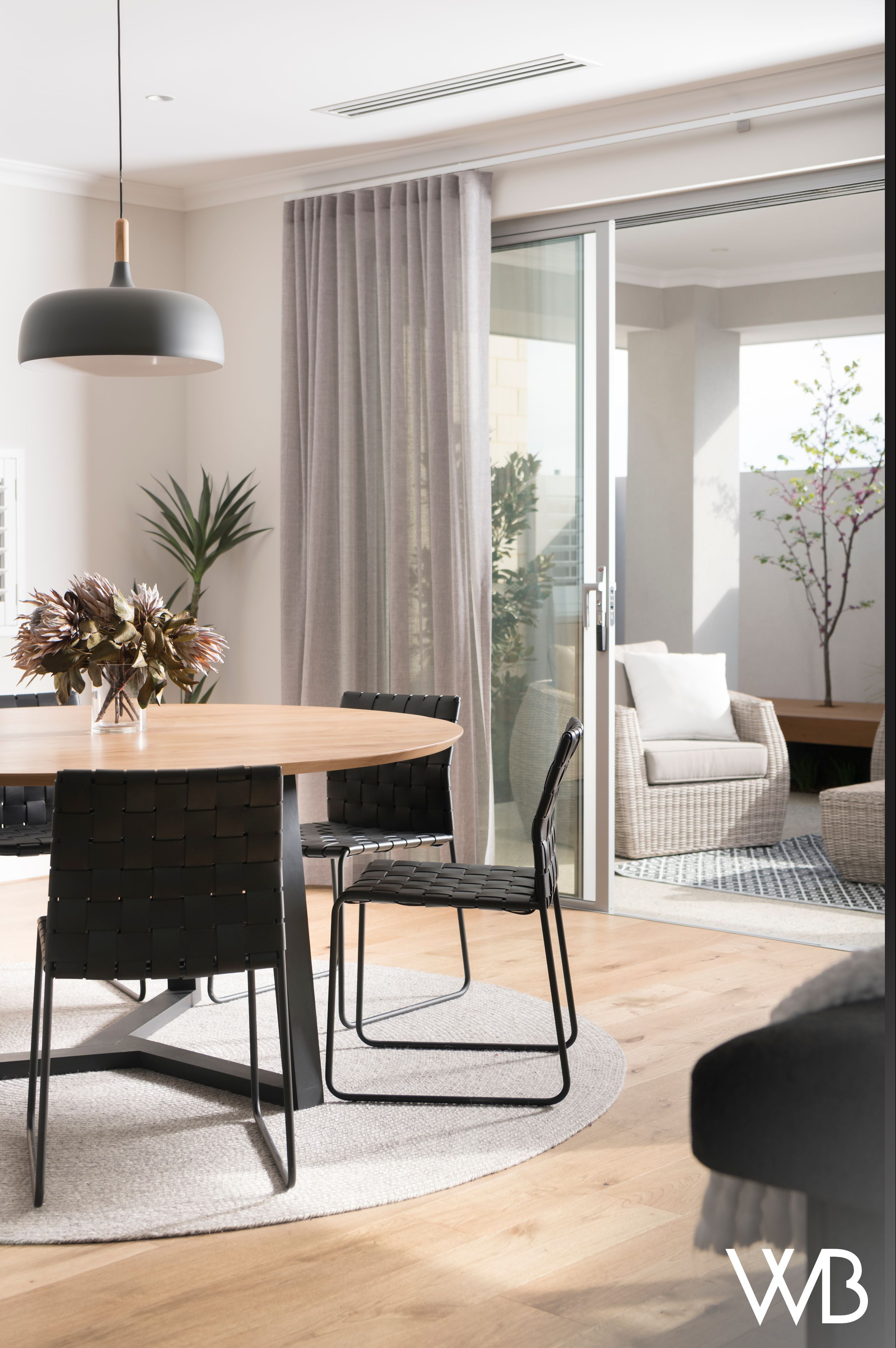 Designed To Bring Coastal Chic To Any Street The Phoenix Features Intelligent Design Ideas Behind An Ultra Scandinavian Style Home Living Design Display Homes
