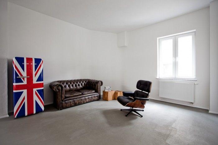 Sala de 2Skills en Siegen, Alemania. Curioso que el refri traiga la bandera británica...