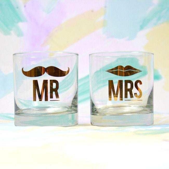 Mr & Mrs glasses set