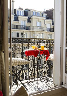 Simply stunning, our #ParisPerfect Richebourg luxury apartment rental offers you the chance to experience the beauty and romance of #Paris in the heart of the 7th arrondissement.