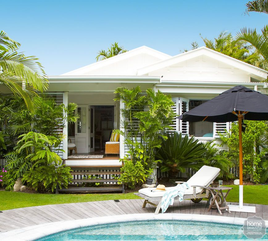 38 Homes That Turned Their Front Lawns Into Beautiful: Tropical Beachy Florida Tropical Bungalow. Beach Side