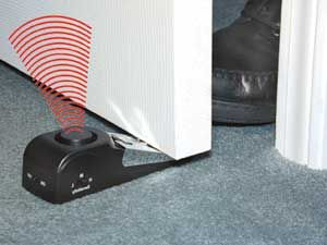 The Door Stop Alarm should scare away any intruder alarm anyone else nearby and definitely alert you if someone is trying to open your hotel door (quick ... & Door Stop Alarm... Perfect for singles! | me gusta :) | Pinterest ...