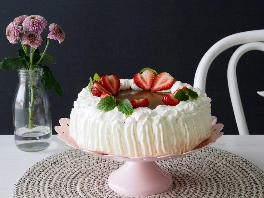 Mansikka-kinuskikakku #kakku #kinuski #mansikkakakku