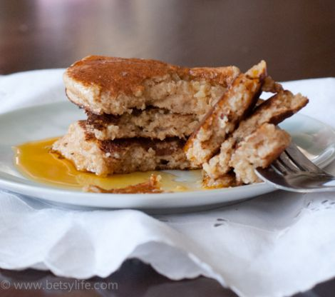 Make Ahead Healthy Quinoa Pancakes. Freezer Friendly! | Betsylife.com