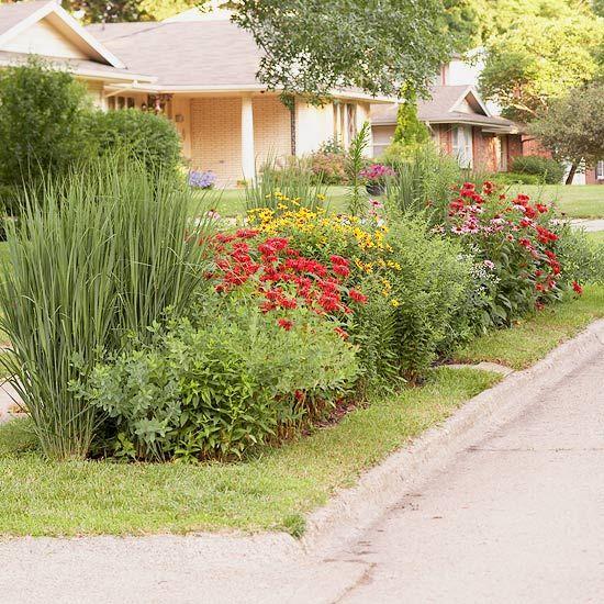 coole gartengestaltung - rasen mit blumen bepflanzen - vorgarten pflegeleichte bepflanzung