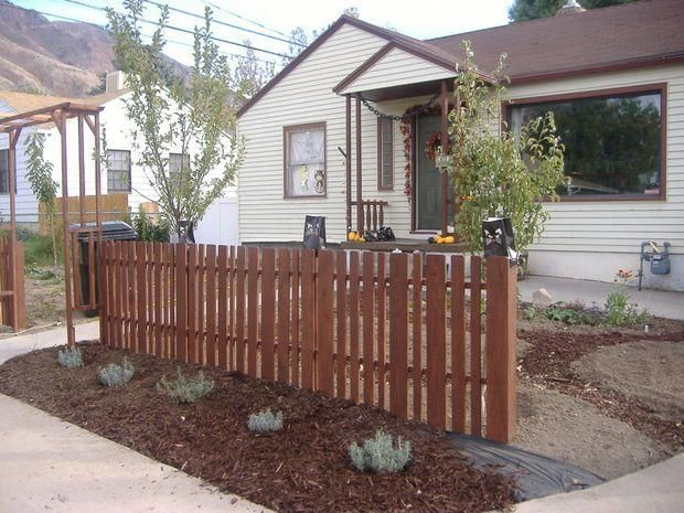 My lovely $100 pallet wood picket fence! #recyceltepaletten