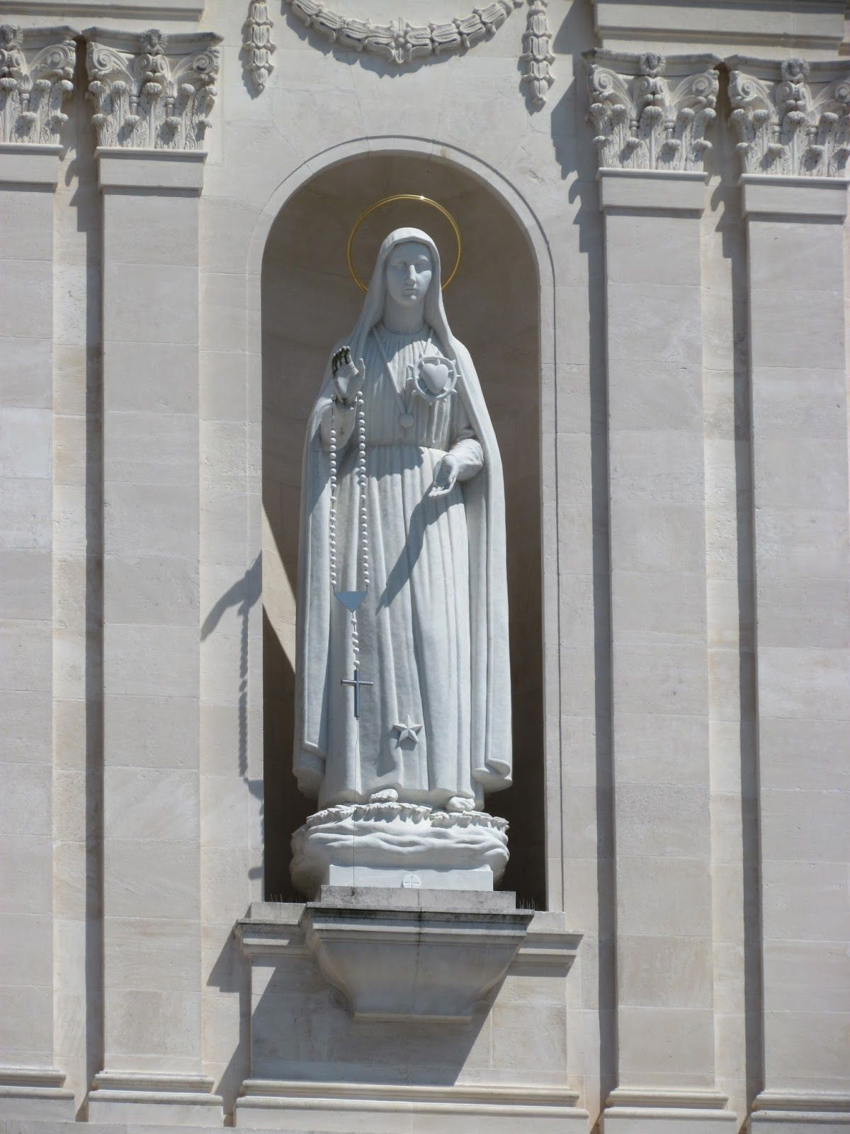 Our Lady of Fatima sculpted by Fr. Thomas Mcglynn O.P.