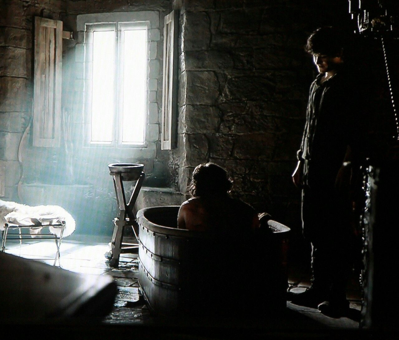 Ramsay Theon And That Awkward Bath With Images Theon Greyjoy
