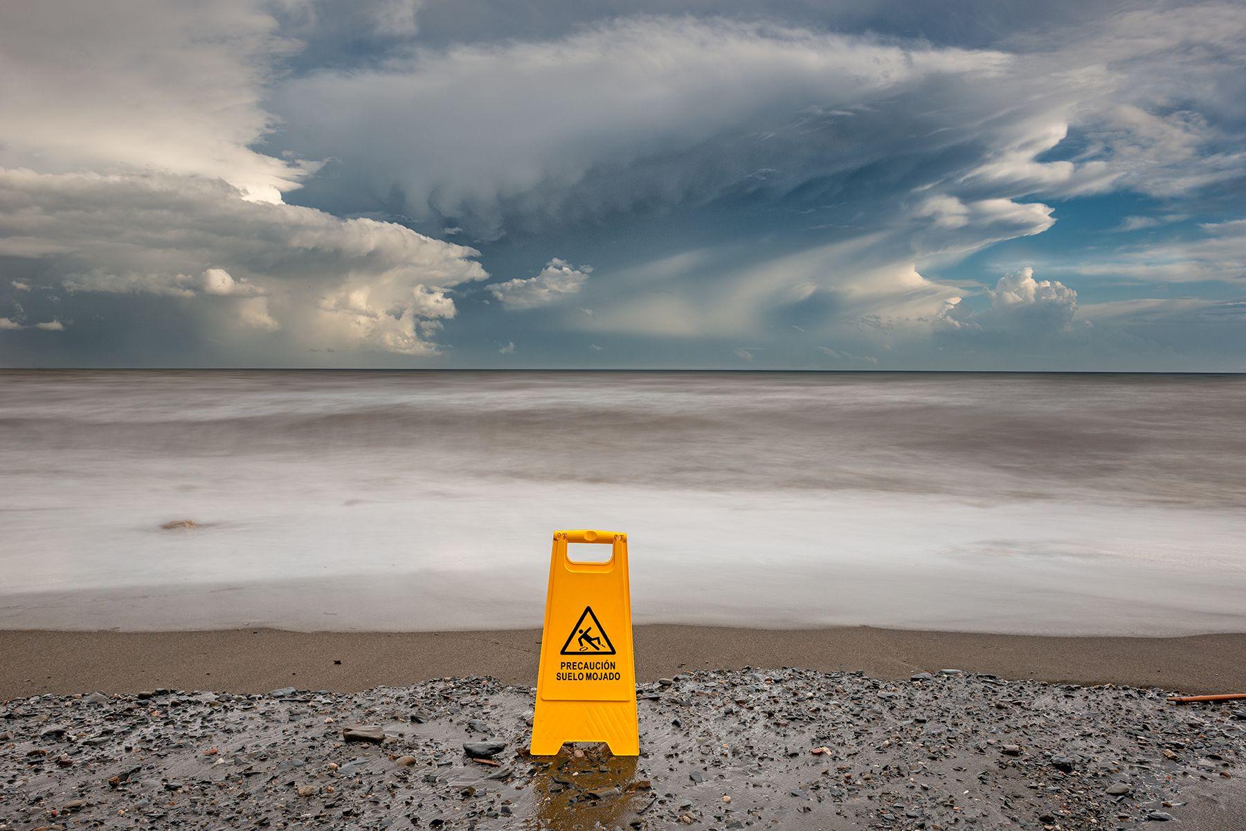 Precaución: suelo mojado