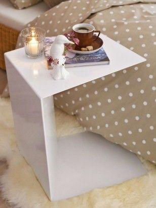 Romantisches Schlafzimmer - Schlafzimmer-Beistelltisch