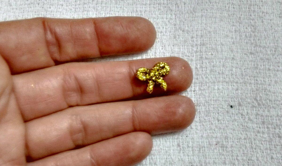 Mini Laço feito em biscuit para aplique, coberto com glitter, cores variadas.