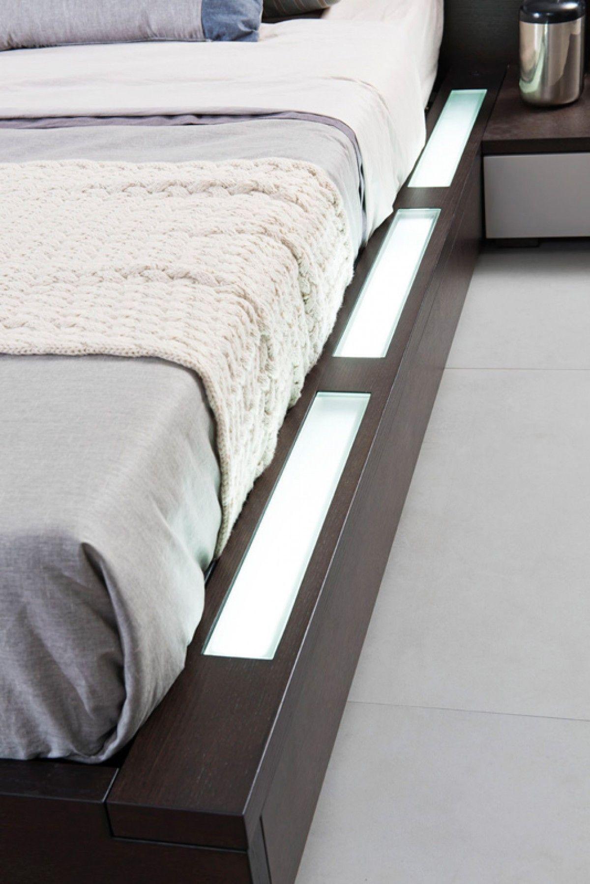 Best Modrest Gamma Contemporary Brown Oak Bed With Storage 640 x 480
