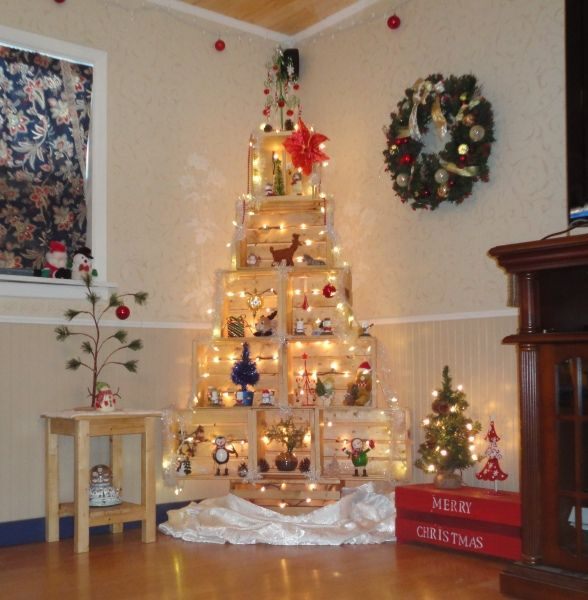 This Crate Tree Is Cool Great Way To Show Off Christmas Items And No Needles To Clean Corner Christmas Tree Christmas Tree Decorations Diy Diy Christmas Tree
