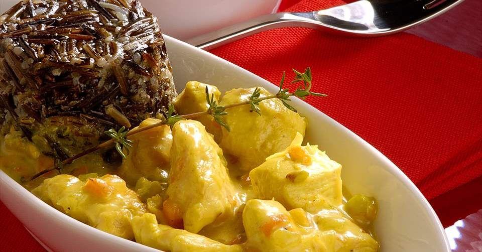 Aprende a preparar Pollo ligero al curry con arroz salvaje con las recetas de Nestle Cocina. Elabórala en casa con nuestro sencillo paso a paso. ¡Delicioso! #NestleCocina