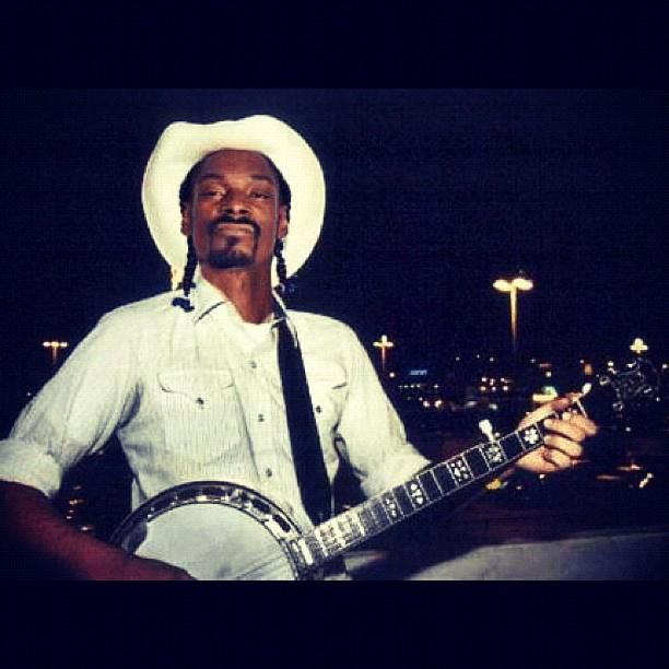 Nuthin says country like Snoop Dogg and a banjo.LOL
