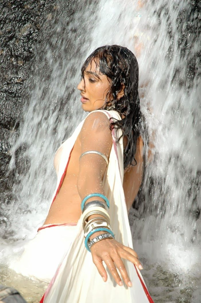 Sexy Ramya Sri Hot Wet Show In White Saree Without Blouse -8928