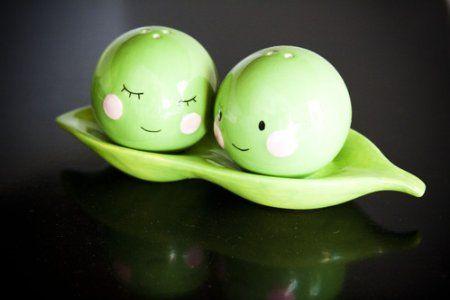Two Peas in a Pod Salt & Pepper Shaker Set, Magnetic