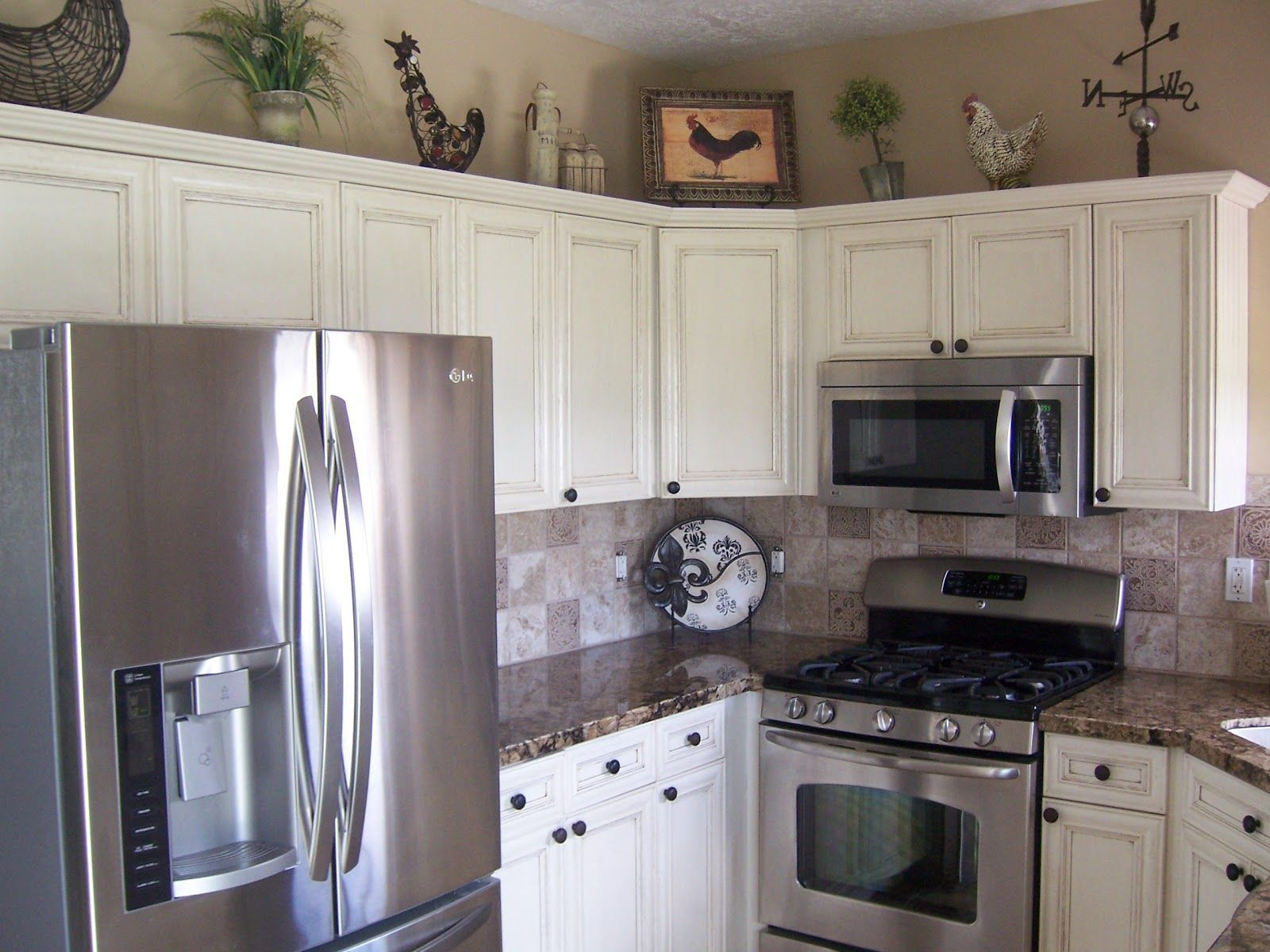 White Kitchen Cabinets Offer The Most Timeless Look And The One You D Least Tire Of Stainless Steel Kitchen Appliances Kitchen Colors Kitchen Cabinet Colors