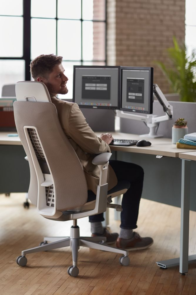 Fern Task Chair Inspired By Nature Fern Puts The Person At The Center Of Work Office Interior Design Office Interiors Interior Design Plan