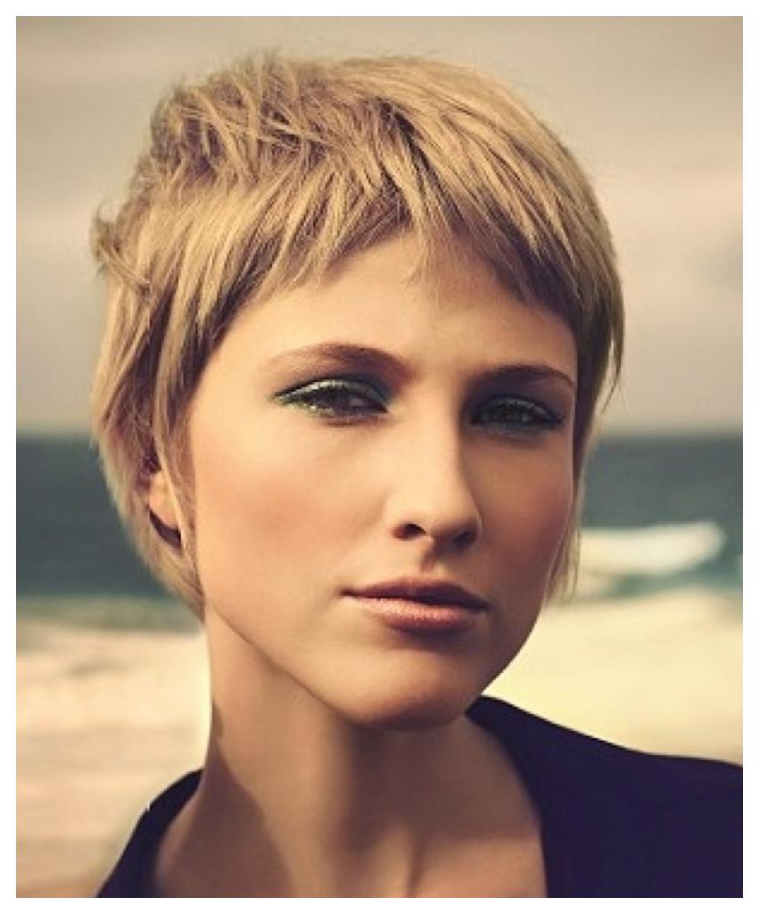 hybrid haircut combining pixie