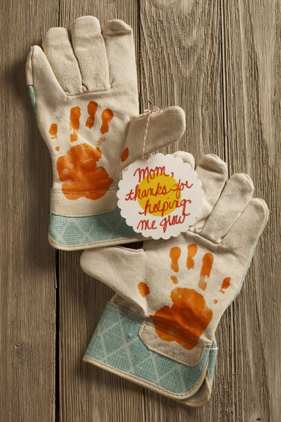 Make The Cutest Handprint Gifts For Mom This Gardening Gloves Are Perfect Accessory Moms Habit