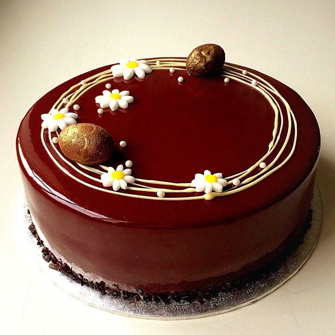 Chocolate Glaze Cake Decoration : Chocolate sponge cake layered with chocolate mousse ...