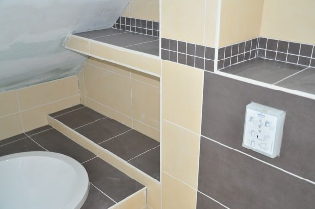 Bildergebnis für badewanne unter dachschräge Rund ums Haus - badezimmer fliesen preise