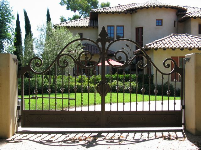 These Iron Gates Can Add Some Curb Appeal To Any Home Wrought Iron Driveway Gates Iron Gate Design Wrought Iron Gate Designs