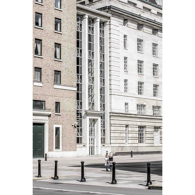L o n d o n . . . #photography #spring #london #trip #travel #voyage #architecture #minimal #nikon  #일상 #데일리 #사진 #미니멀 #미니멀리즘 #봄 #여행 #런던 #건축   photography Wonji HONG