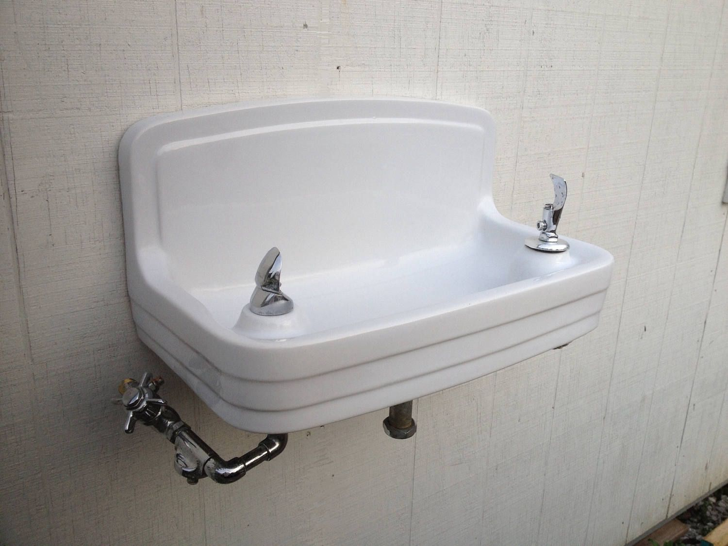 Heavy Duty Crane Porcelain Double Drinking Fountain Water Fountain With Fixtures School House Pool House Water Bubbler Ci Drinking Fountain Bubbler Pool Houses