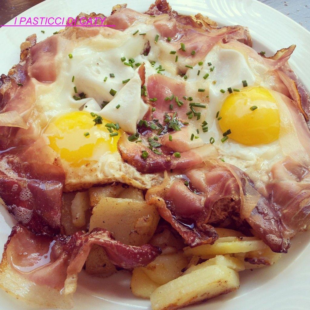 """Buongiorno cari lettori, oggi vi voglio proporre una delle ricette di montagna che amo di più, le Uova patate e speck-""""Spiegeleier"""" . Sono un ottimo piatto"""