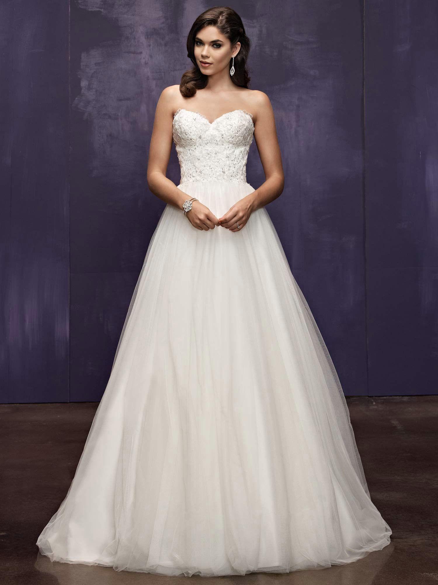 Elegant+Sweetheart+Chapel+Train+Tulle+A+Line+Wedding+Gown
