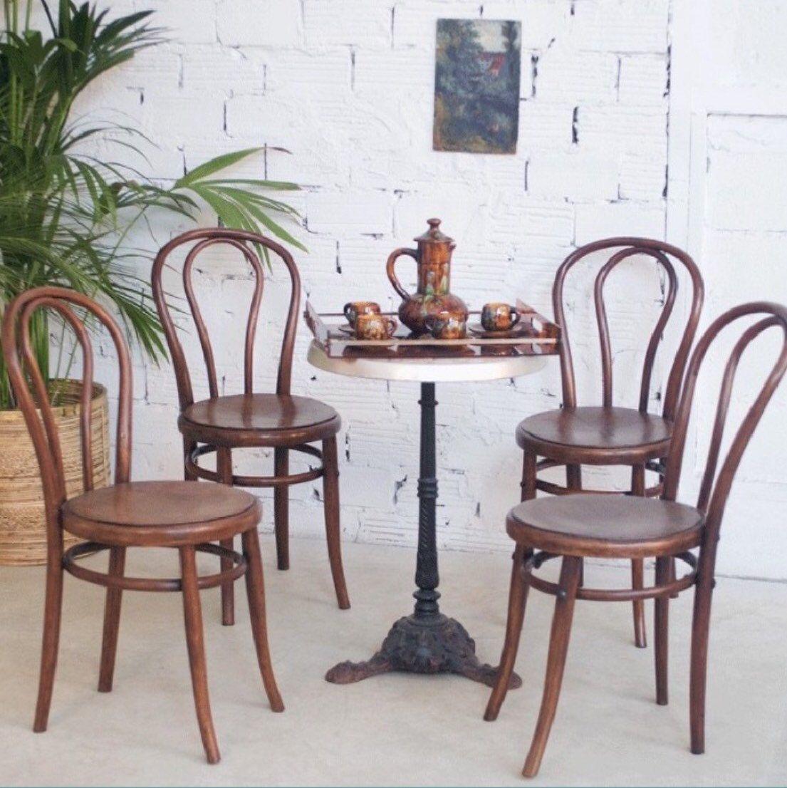la chaise bistrot d but xx me ambiance bar parisien la. Black Bedroom Furniture Sets. Home Design Ideas