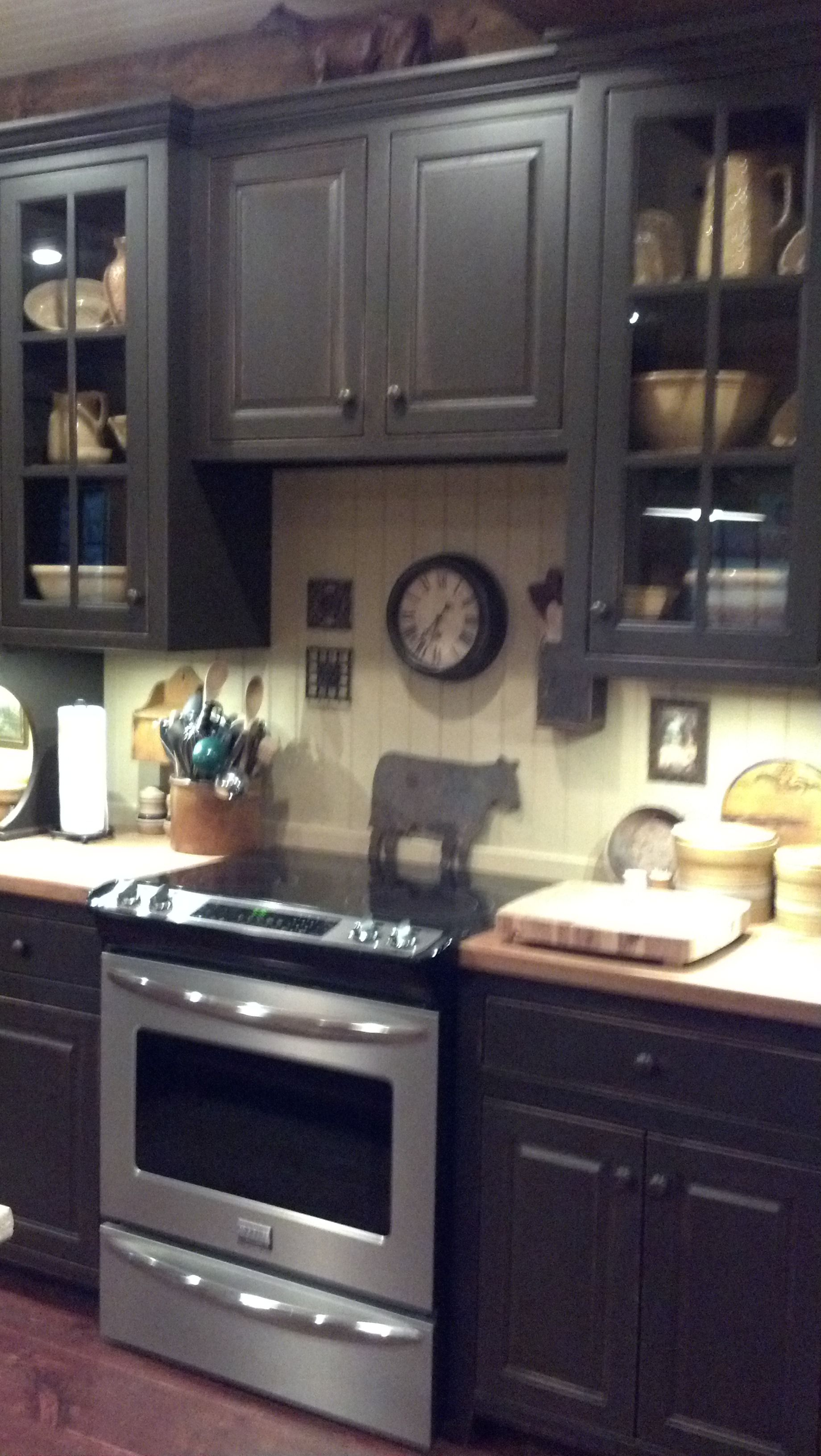 One of the first pics that makes me want to paint my for Black country kitchen cabinets