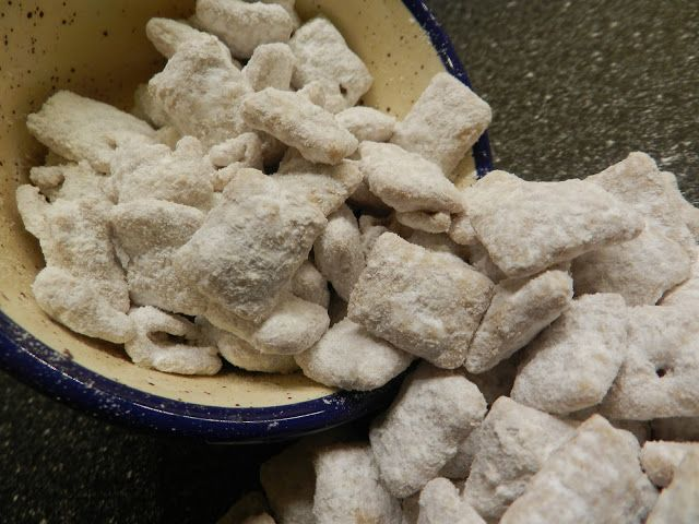 Mormon Mavens in the Kitchen: Pumpkin Spice Puppy Chow