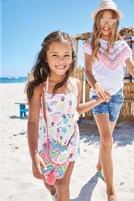 deux petites filles sur la plage fille s 17 100 exotique pinterest beach girls and child. Black Bedroom Furniture Sets. Home Design Ideas