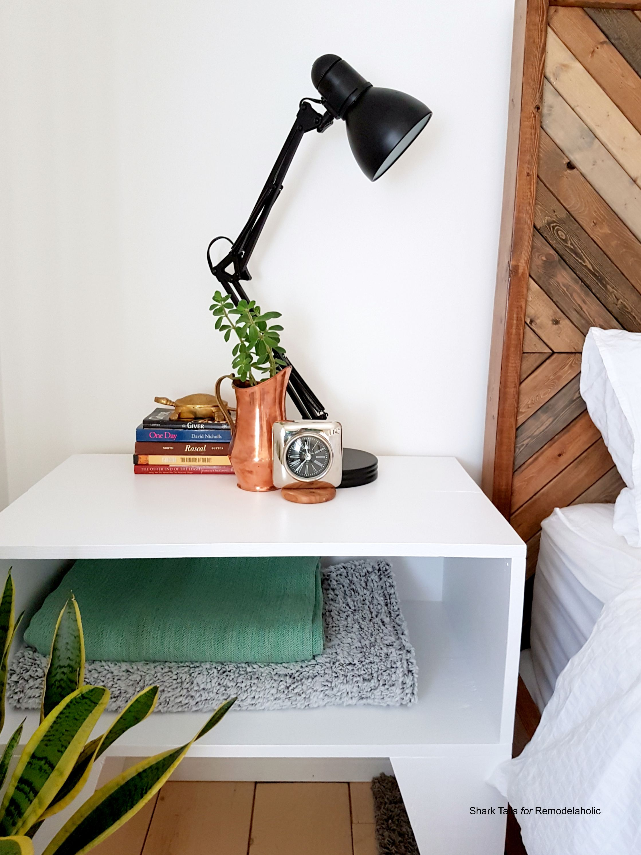 How to Build a SUPER Easy Nightstand for Beginner Builders ...