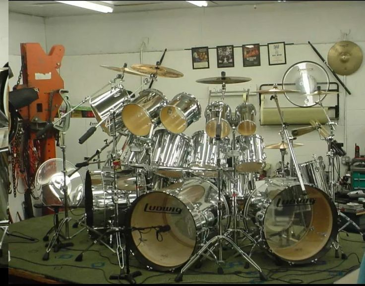 large ludwig drum kit looks like this person has one row of double headed toms and a second row. Black Bedroom Furniture Sets. Home Design Ideas