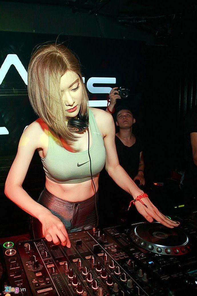 DJ Soda #djsoda | Supreme | Fashion, Street style women, Nike