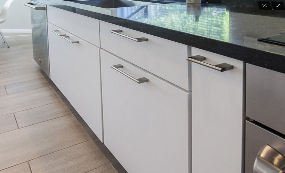 Charmant In Stock RTA Cabinets White Lacquer Slab Showroom