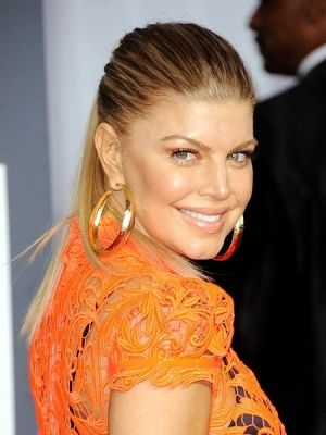 Black Eyed Peas Fergie Officially Changes Name Thecelebritycafe Com Http Thecelebritycafe Com Feature 2 Fergie Celebrity Hairstyles Black Eyed Peas Fergie
